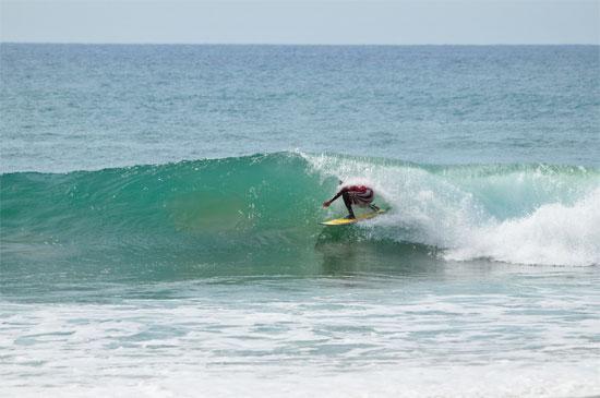 Arugam-Bay-Sri-Lanka-surfer-surfing